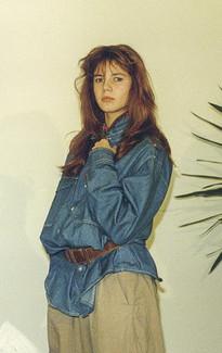 Обычная школьница Хайди Клум  в мешковатой одежде.
